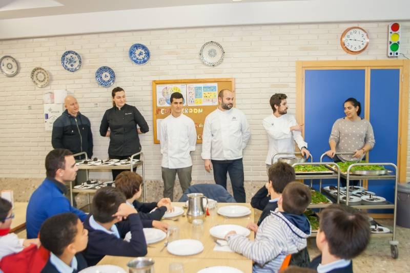 Los cocineros con los niños