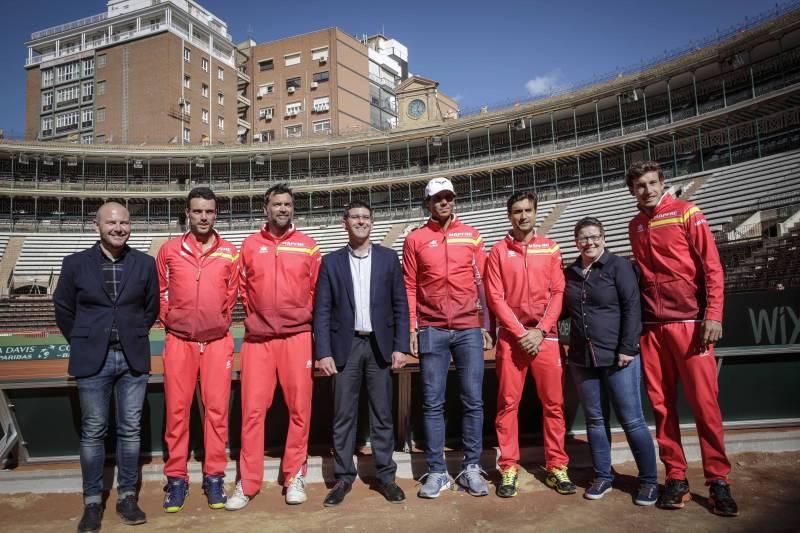 El equipo español con Jorge Rodríguez y los diputados Toni Gaspar e Isabel García