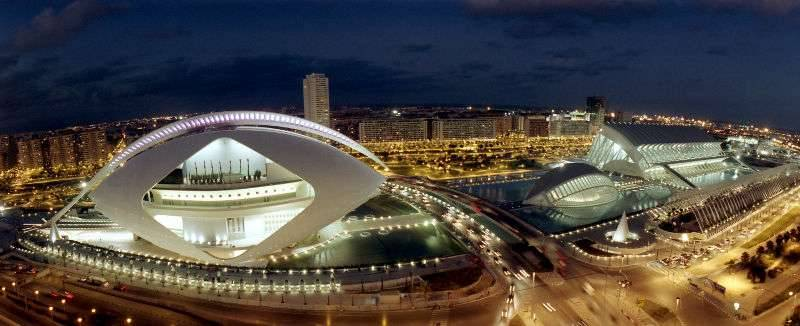 La Ciutat de Les Arts i Les Ciències de València es un gran atractivo turístico con el que cuenta la capital