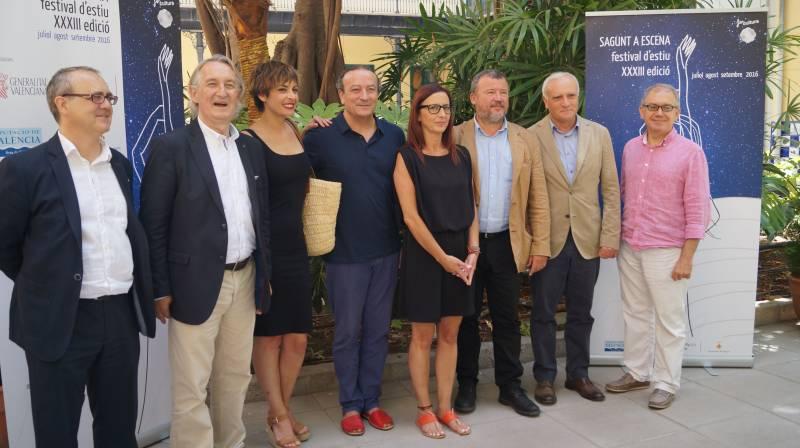Foto de familia en la Diputación. // dival