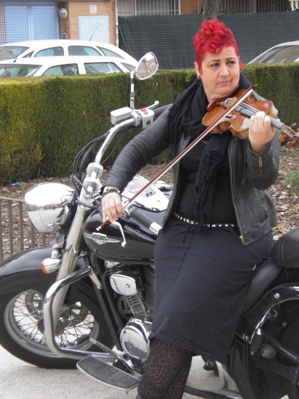 Esther Vidal con su violín (Viu València)
