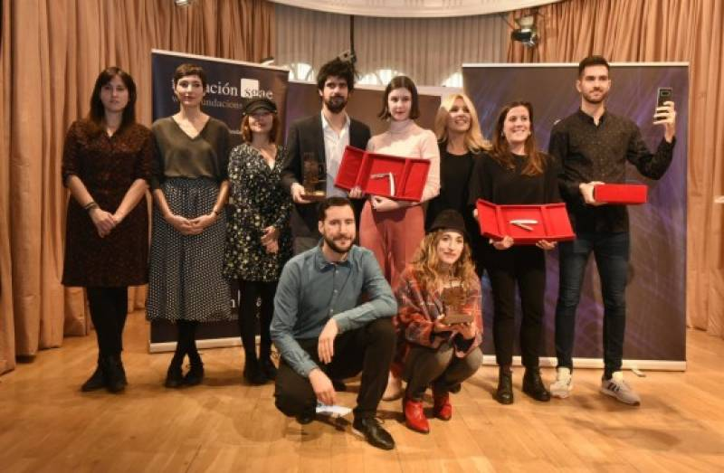 Premiados, jurado y Cayetana Guillén Cuervo posan tras recibir los premios. Copyright: Luis Camacho / Fundación SGAE