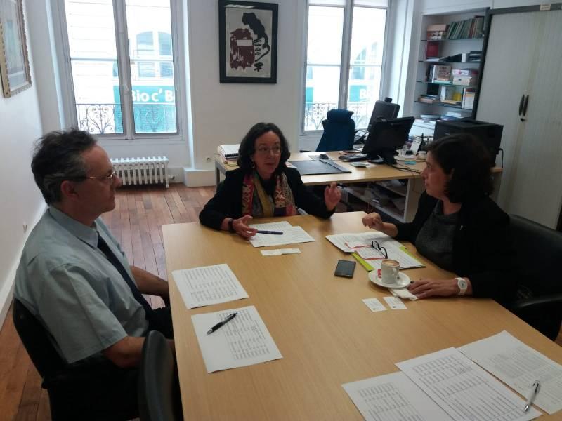 Reunión en París, Raquel Huete