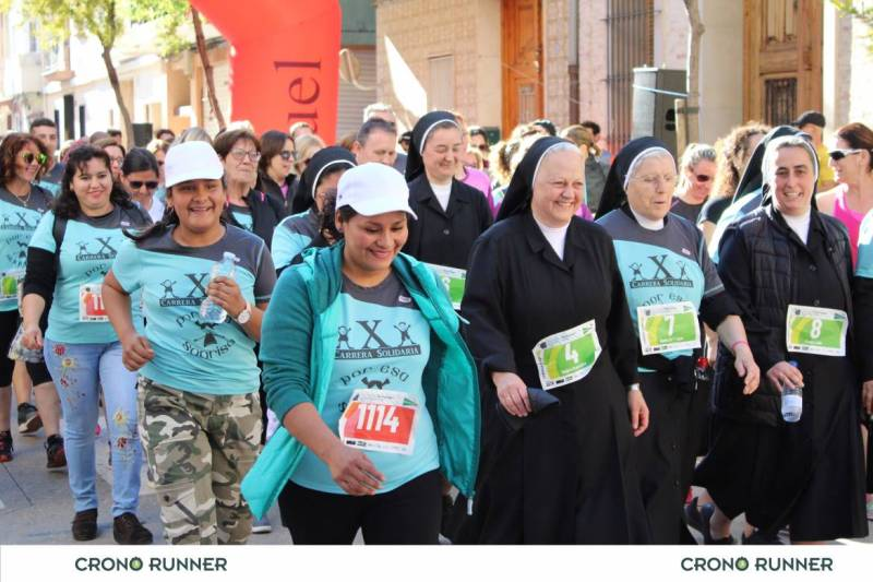 Hermanas de la asociación Por esa Sonrisa participando en la marcha posterior. El 100% de la recaudación va destinada a los niños guatemaltecos