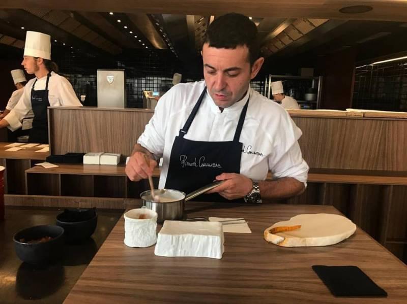 Ricard Camarena cocinando./ EPDA