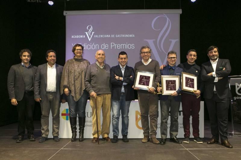 Todos los premiados junto con el presidente Sergio Adelantado y Ricard Camarena//Q. Villanueva