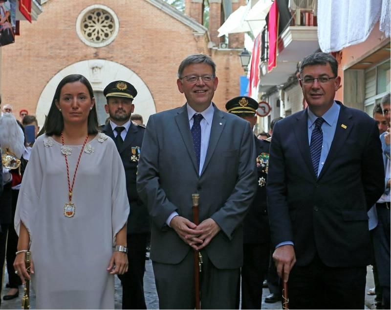 Autoridades en la procesión