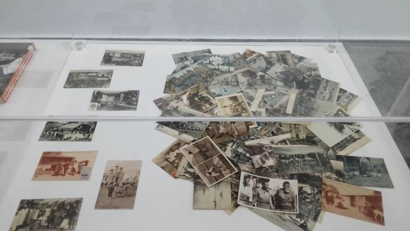 Algunas de las fotografías y recursos gráficos de la muestra