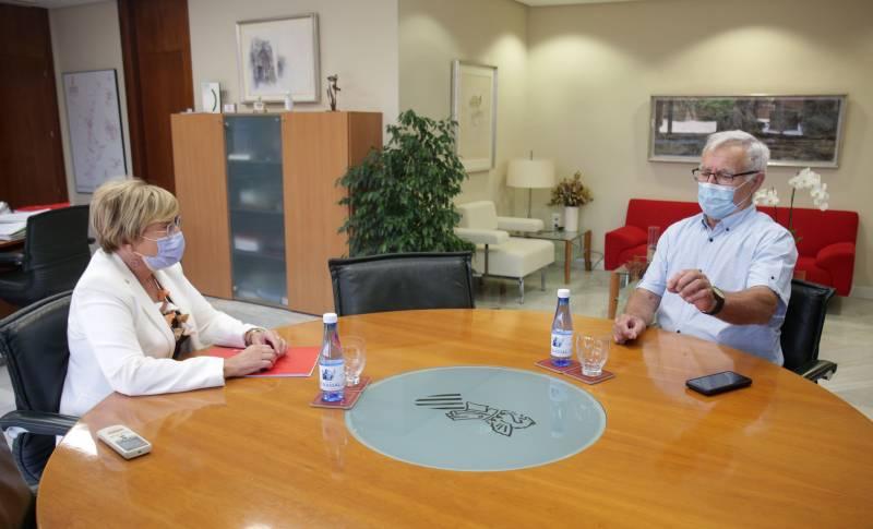 La consellera de Sanitat, Ana Barceló (a l
