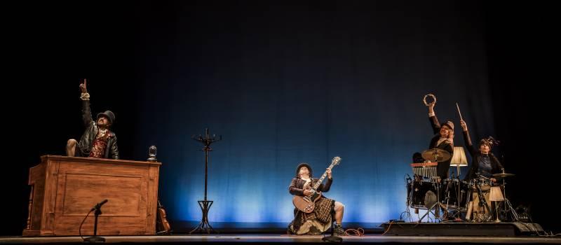 Marina Seresesky y Asier Etxeandía en el pre-estreno de Valencia
