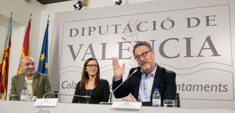 El diputat de Cultura, Xavier Rius, la vicepresidenta, Maria Josep Amigó, i el director del Magnànim, Vicent Flor // Abulaila