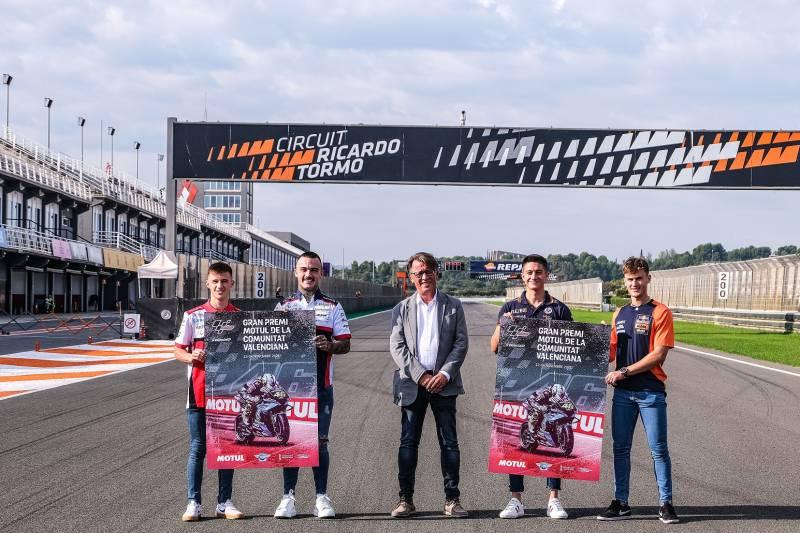 El director general de Deporte, Josep Miquel Moya, presenta  en el Circuit Ricardo Tormo el cartel del Gran Premio Motul de la Comunitat Valenciana.