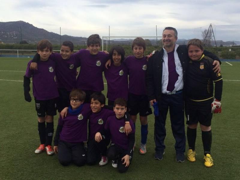 Campeones en foto de equipo. //Viu Valencia