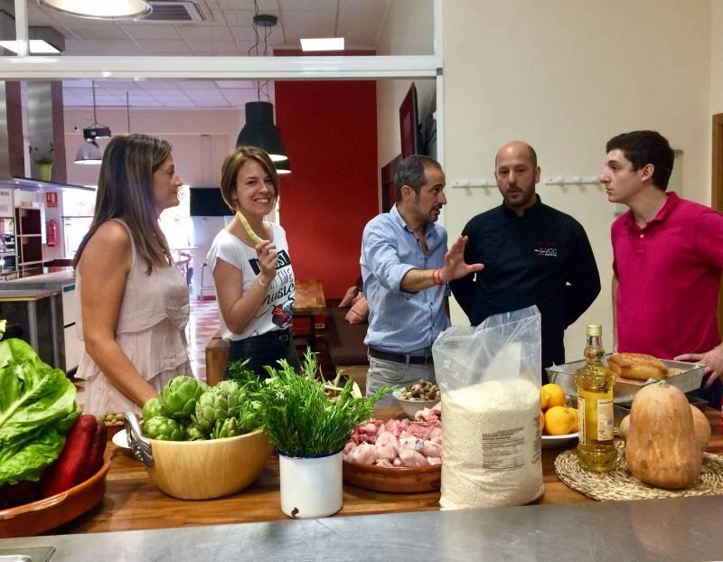La Directora de VCC, María Sanchez-Robles, el gerente Pablo Lozano, el cocinero Luis Peñafort y miembros  de su equipo