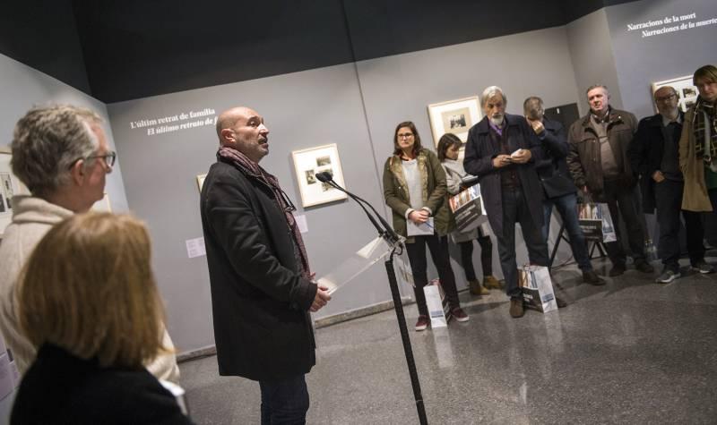 Paco Camarasa en el acto de reconocimiento en 2015 con motivo del 50 aniversario de la Fira del Llibre de València // García Poveda