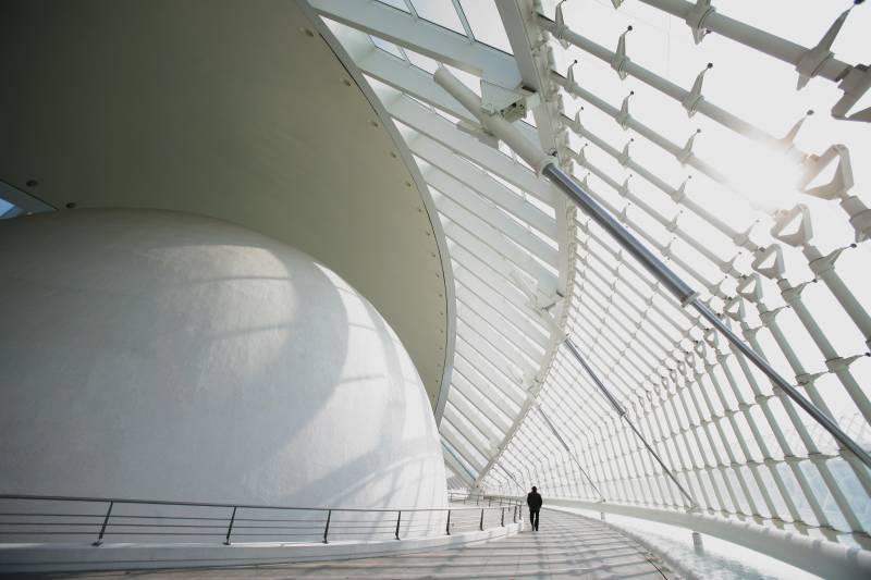 El anillo perimetral 'Carl Sagan' del Hemisfèric se convierte en uno de los espacios favoritos de los visitantes
