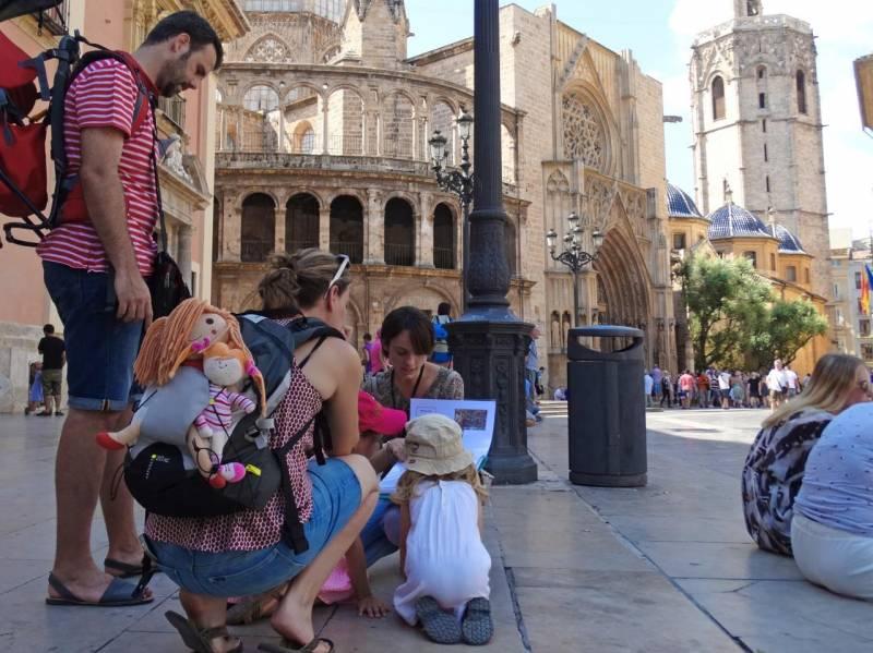 Turistas visitando la ciudad de València. EPDA