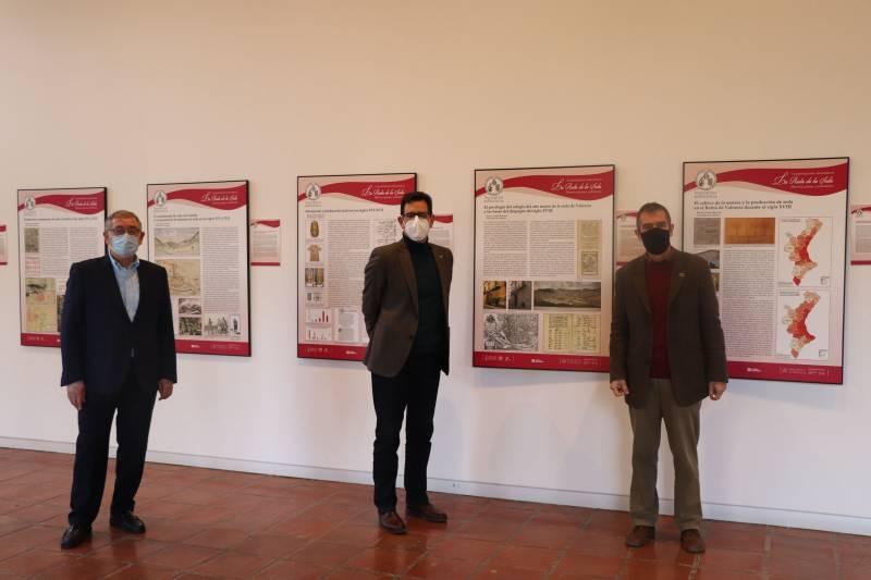 Colomer visita la exposición. EPDA.
