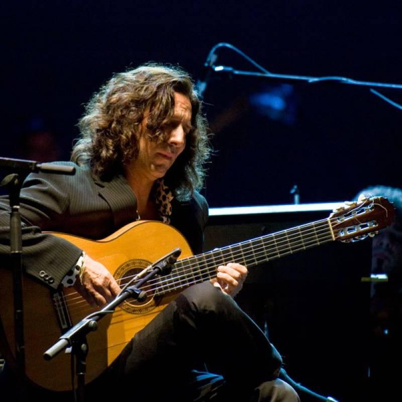 Tomatito, durante un concierto : : Teatre El Musical
