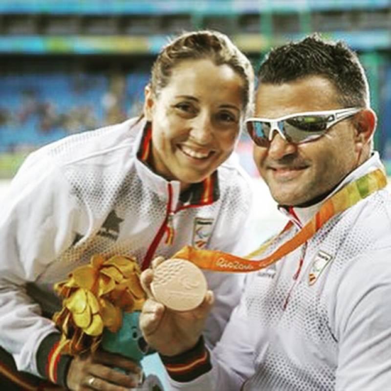 David Casinos con Celia, su esposa y guía.