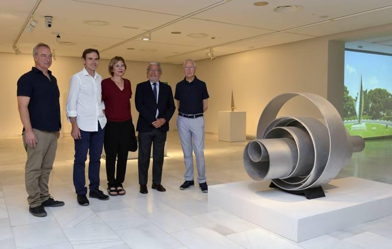 Joven Banda Sinfónica de la FSMCV y la Joven Banda Sinfónica de la FSMCV junto a Pilar Caro (directora Fundación Conexus) y Pedro Rodríguez (presidente de la FSMCV)