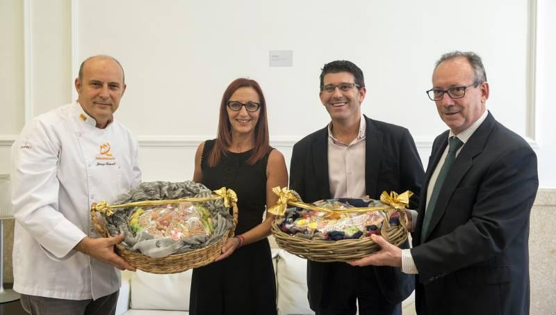 Entrega mocadorà en Diputación // Foto Abulaila