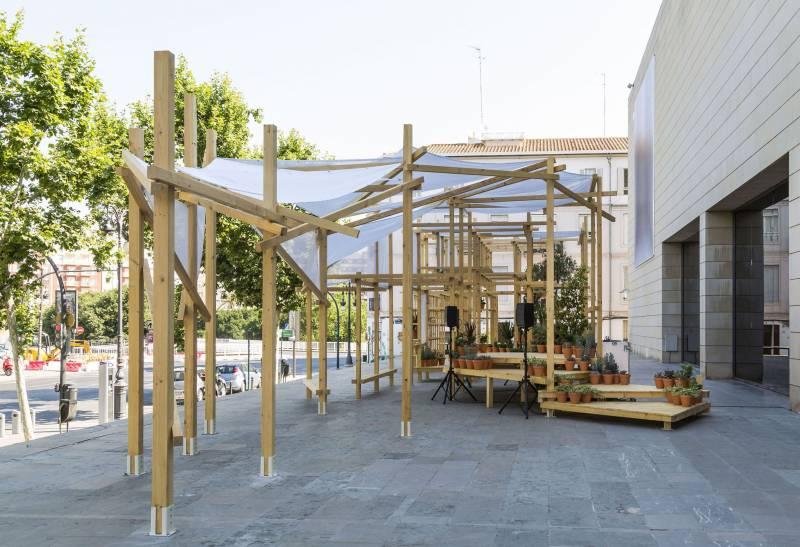 """Adrián Torres: """"Transition es una instalación que sirve de escenario, taller o zona de descanso para el IVAM"""""""