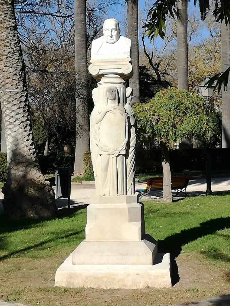 Escultura Roque Chabas