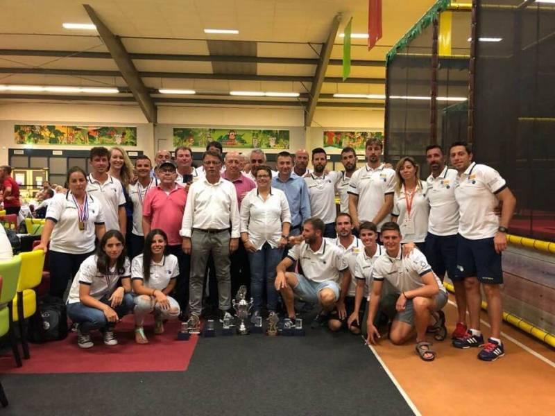 Isabel García y la selección valenciana de pilota asisten a un entrenamiento del Levante UD | Foto: Levante UD