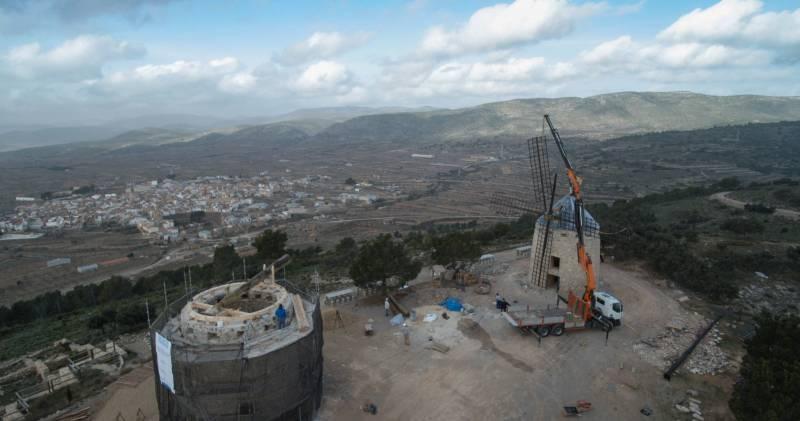 El cerro de los molinos de Alcublas, en Los Serranos