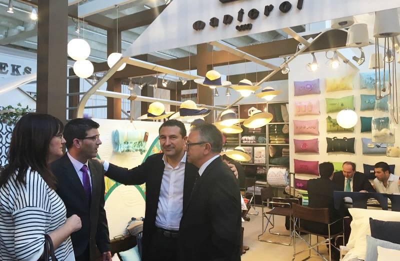 El presidente, Jorge Rodríguez, con los responsables del certamen Heimtextil y del recinto ferial de Frankfurt