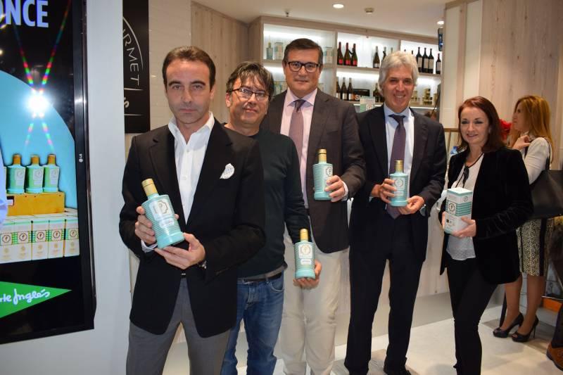 El maestro Enrique Ponce junto a Jesús Machí, Pau Pérez Rico, Agustín Alonso, director de El Corte Inglés de Avenida Francia, y la nutricionista Mª Ángeles Burguete