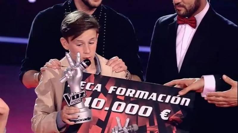 José María recibiendo el premio de la Voz Kids 2015// tomada de Europapress