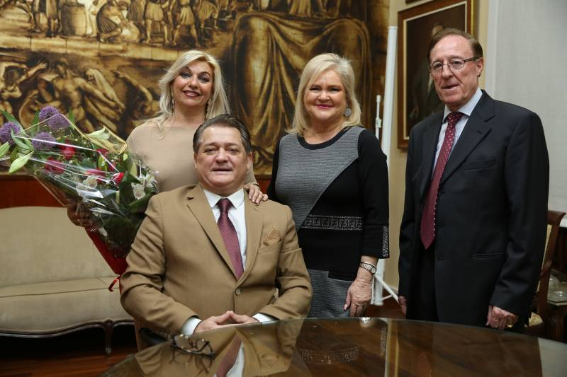 Eva Rogel, Mujer de El Soro; presidenta del Ateneo, Carmen de Rosa; responsable tertulia taurina Ateneo, Paco Roger y El Soro