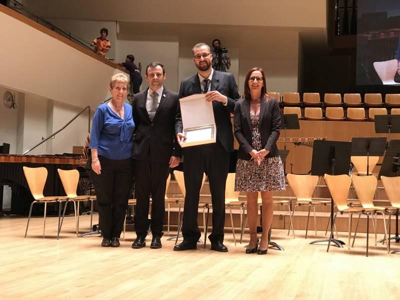 Mª Josep Amigó ha entregado el primer premio y mención de honor a la Unió Musical Santa Maria del Puig