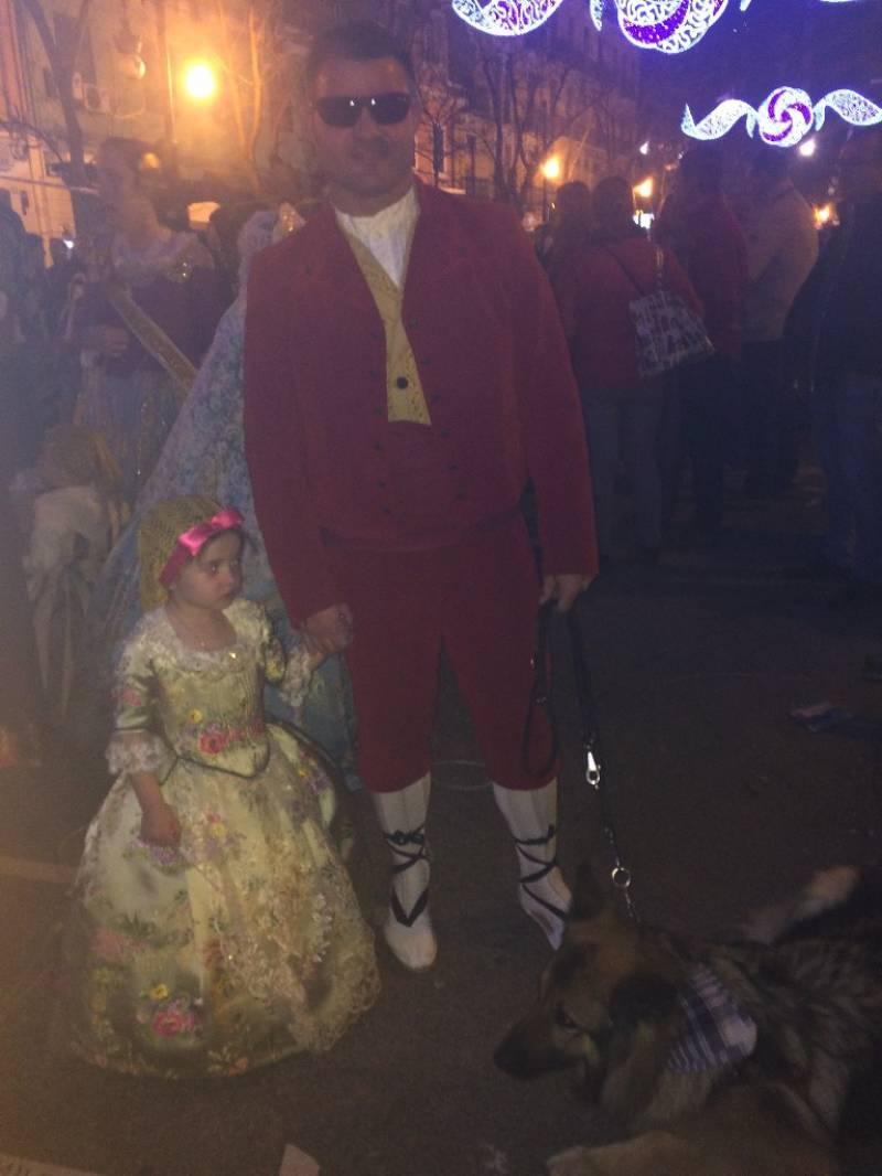David Casinos junto a su hija Cayetana y su perra guía Farala