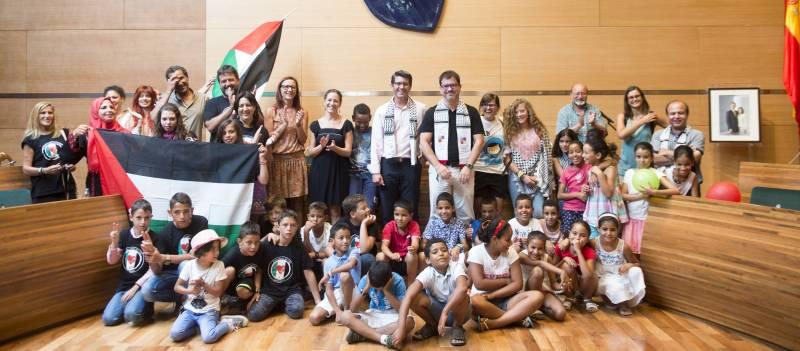 Recepción niños palestinos y saharauis en Diputación // Abulaila