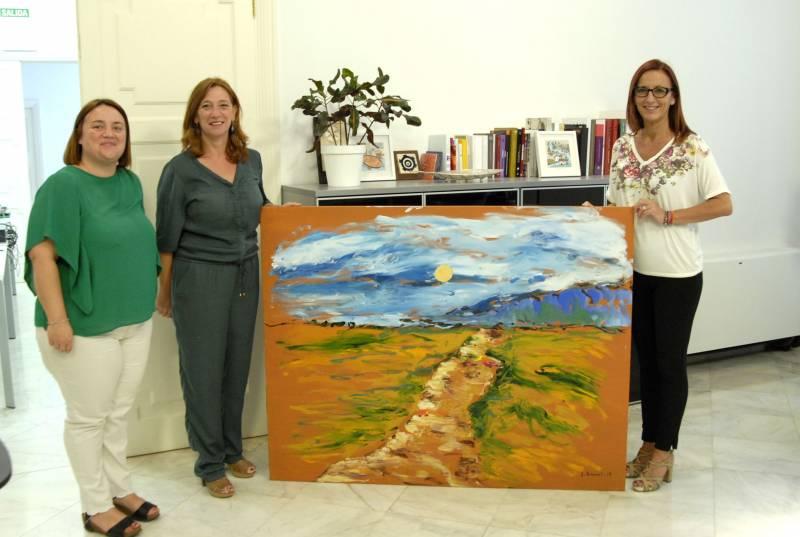 Tatiana Planes, Eva Sanchis y Maria Josep Amigó con la pintura de Ferriol // Foto: M. Pazos
