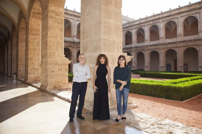 Town, Bers y dos de sus fans en la firma de su novela en El Corte Inglés