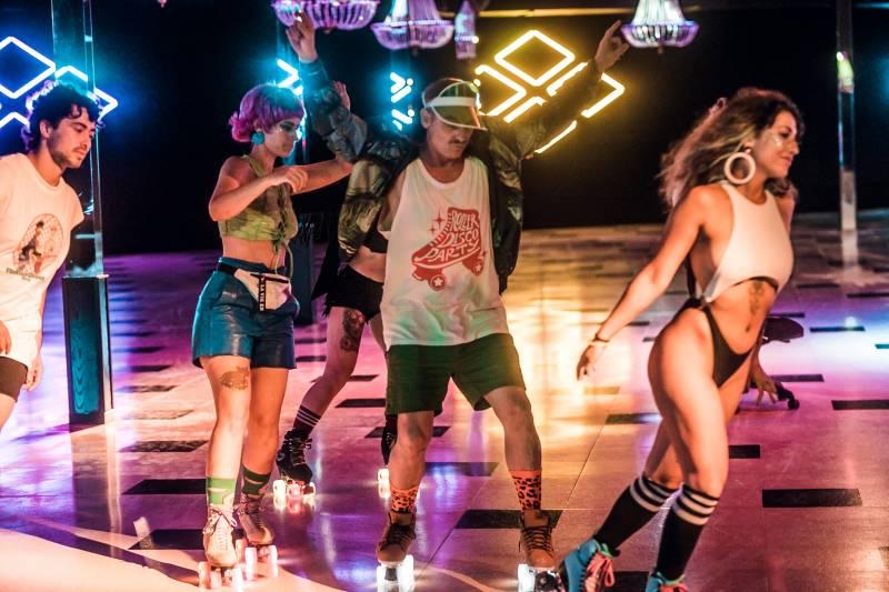 Patinadoras de toda España se reúnen en la primera Roller Disco Party de Valencia.