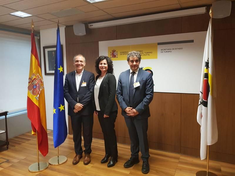 Francesc Colomer se ha reunido en Madrid con la secretaria de Estado de Turismo, Matilde Asián