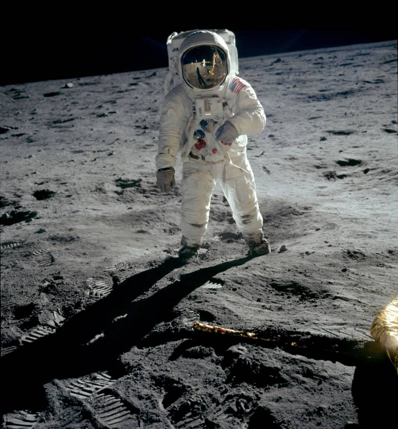 Apollo 11, Aldrin walks on moon