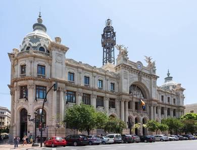 En estos momentos hace 100 años se estaba construyendo el edificio de Correos