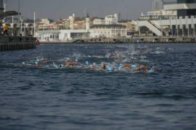 Travesía a nado al puerto de Valencia