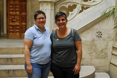 La diputada Isabel García junto a Fani Boronat, coordinadora general de Lambda València