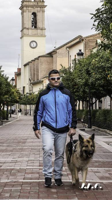David Casinos y Farala, su perra guía