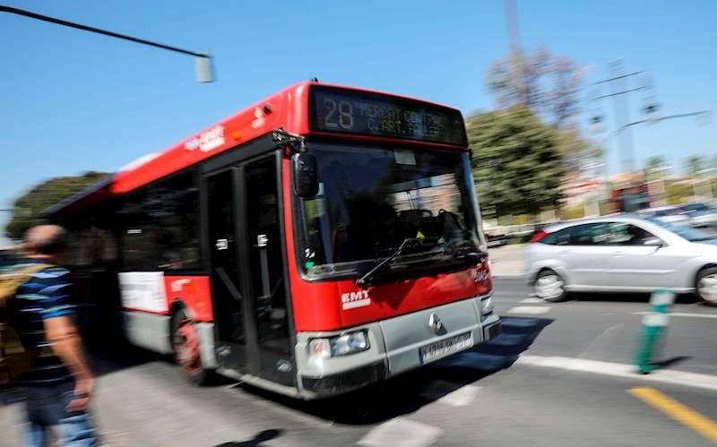 Un autobús de la Empresa Municipal de Transportes (EMT) de València. EFE
