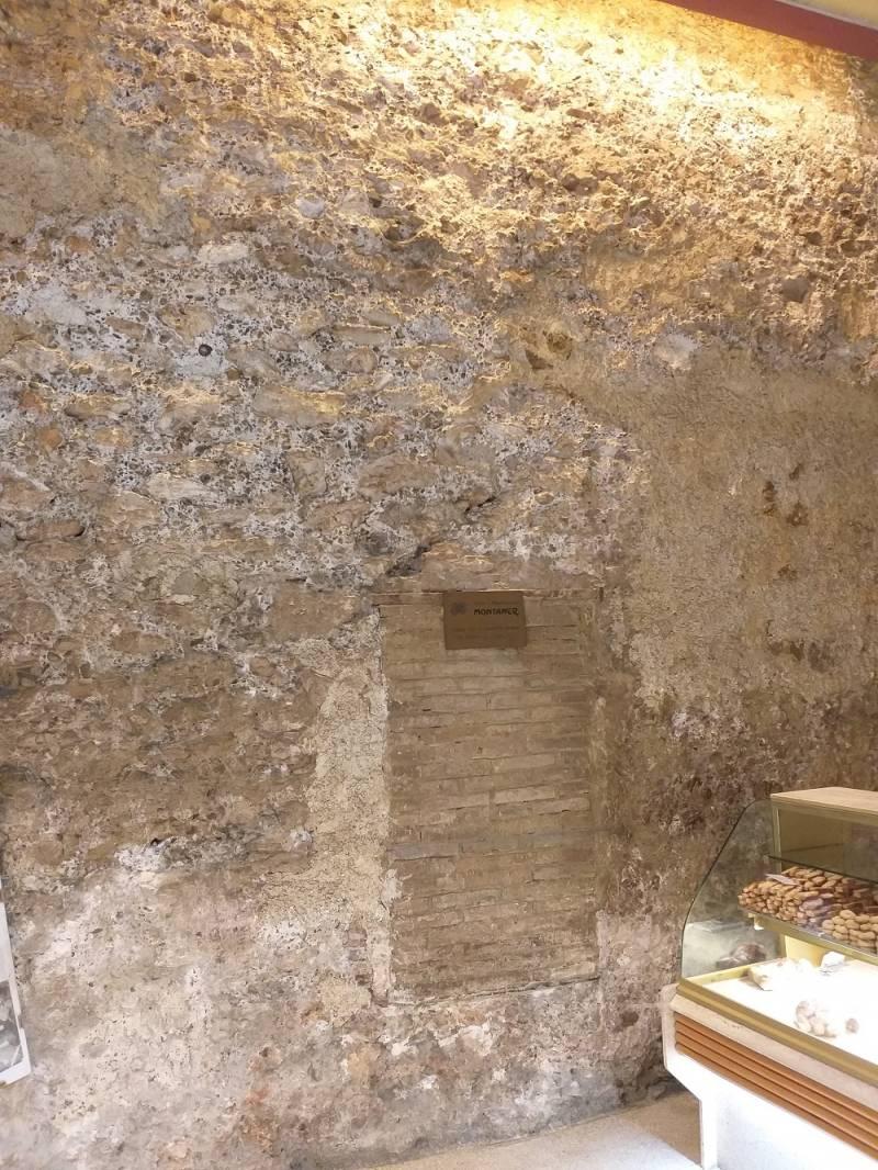 Muralla islámica medieval dentro del horno de la calle Roteros (Sergio Delgado)