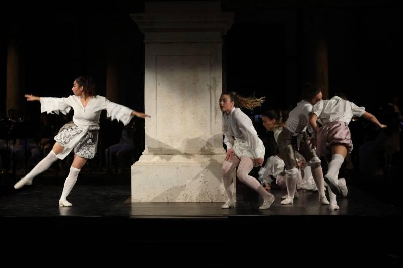 Arranca la programación de artes escénicas de la Universitat de València con un nuevo estreno de su grupo de danza./ EPDA