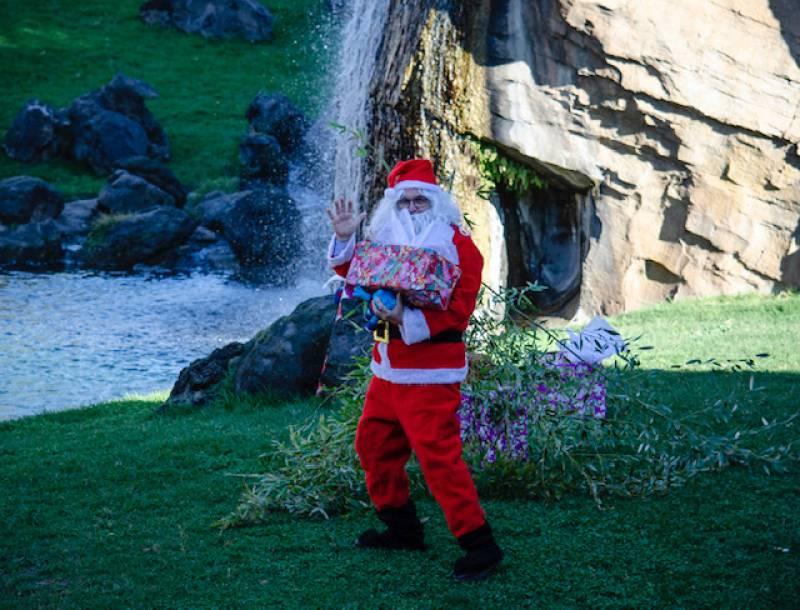 Diciembre 2019 - BIOPARC Valencia - Papá Noel lleva regalos para los animales